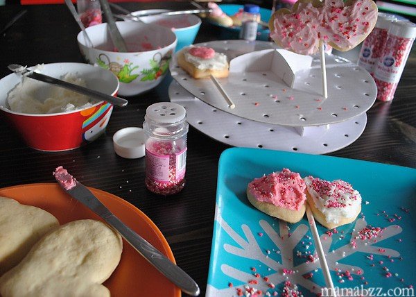 Decorating Valentine's Day Cookie Pops