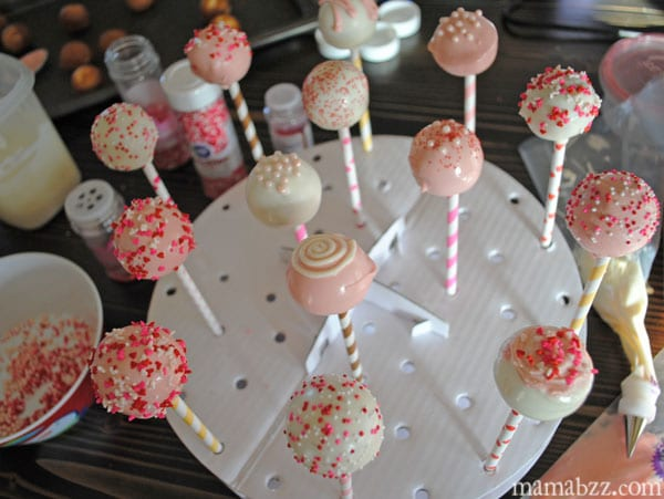 Cake pops decorated for Valentine's Day