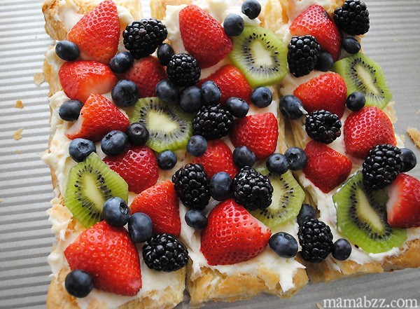 Fruit pizza with sweet cream cheese layer