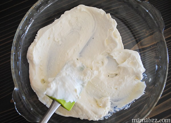 Spread cream cheese on bottom of pie plate