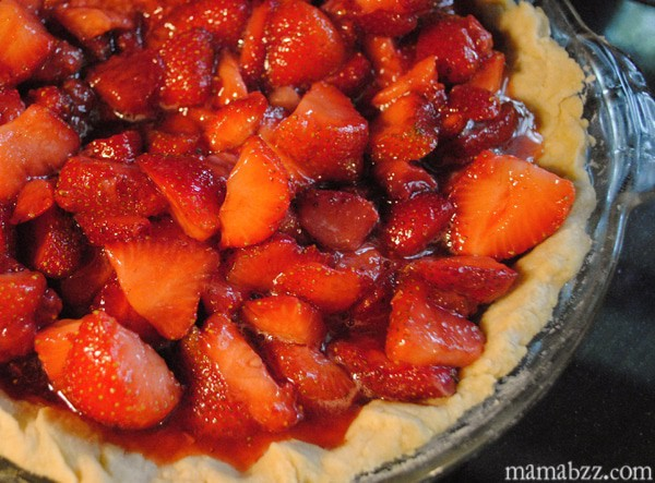 Add-sugar-to-strawberries-and-pour-into-crust