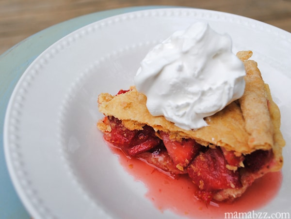 Easy-Strawberry-Pie-with-Whipped-Topping