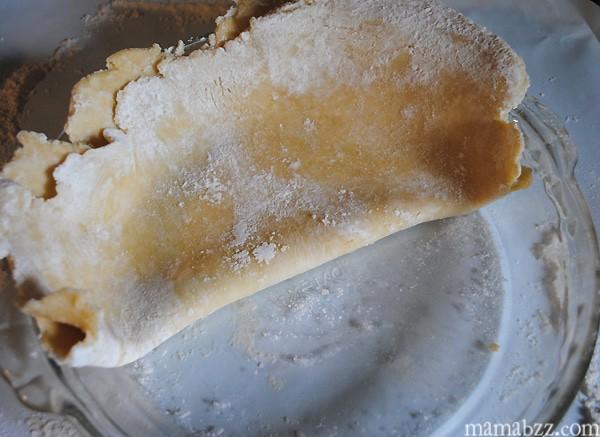 Place-pie-crust-in-pie-pan