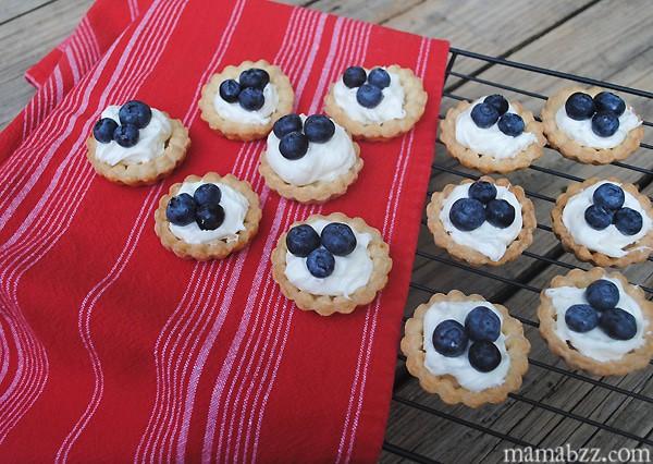 How to make blueberry cream cheese mini tarts