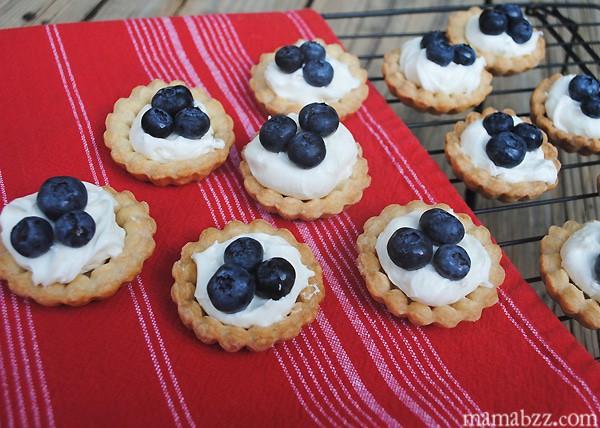 Make blueberry cream cheese mini tarts