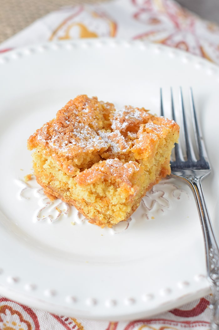 Easy cake mix dessert recipe for fall. Pumpkin Spice Gooey Butter Cake!