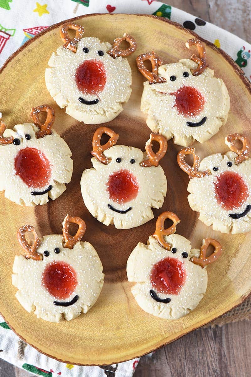 log platter full of reindeer thumbprint cookies for Christmas and the holidays