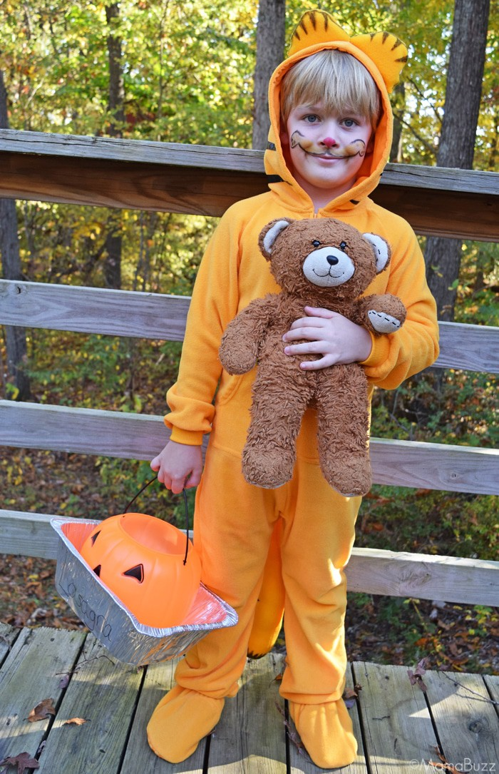 DIY Garfield Halloween Costume with Lasagna Treat Bucket and Pooky Bear {MamaBuzz - mamabzz.com}