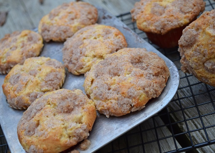 Caramel Pear Crumble Muffins {MamaBuzz - mamabzz.com}