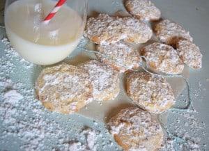 Butter Almond Snowball Cookie Recipe {MamaBuzz - mamabzz.com}