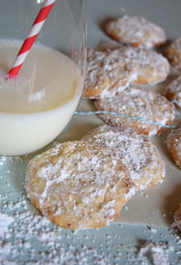 Butter Almond Snowball Cookies {MamaBuzz - mamabzz.com}