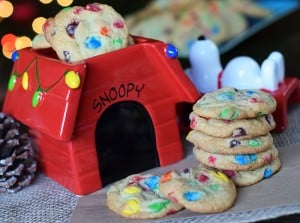 Snoopy's Cookie Jar inspired these chocolaty holiday cookies, filled with loads of chocolate and loads of holiday love. Grab the printable recipe for these festive Christmas cookies!