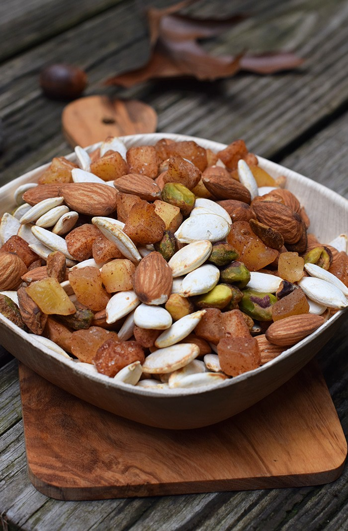 Apple Cinnamon Pumpkin Seed Trail Mix is full of yummy, energy ...