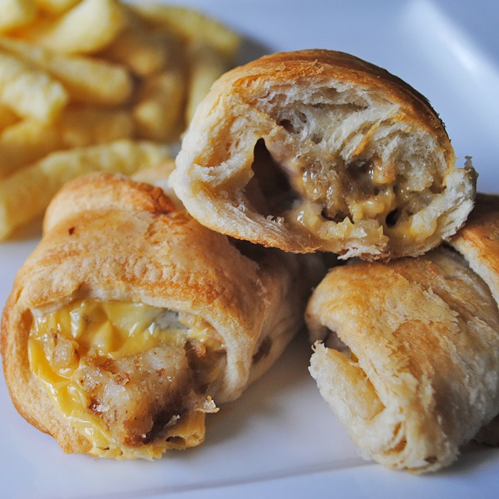 Use leftover turkey and stuffing to make delicious Turkey and Stuffing Crescents. They make the perfect appetizers, snacks, or finger foods. Holiday leftovers for the win!