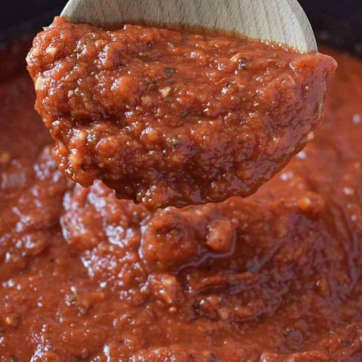 Quick and easy recipe for homemade pasta sauce, perfect for spaghetti and lasagna. So delicious with meat or meatless too!