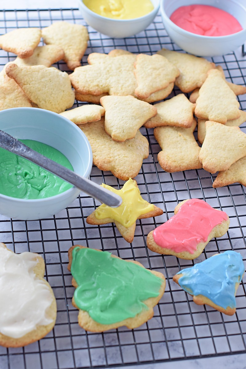 Easy Sugar Cookie Icing that's creamy, perfectly spreadable, and absolutely delicious. Perfect for Christmas cutout sugar cookies.