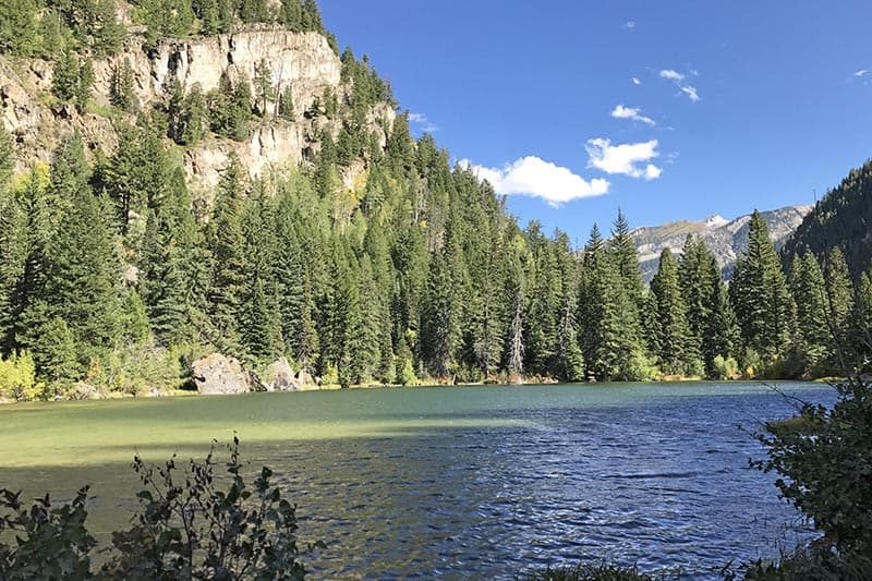 Beautiful Lizard Lake in the autumn on the road to Crystal Mill