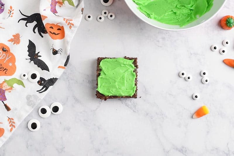 decorating Frankenstein Halloween Brownies with green icing, Wilton Leaf Green food color