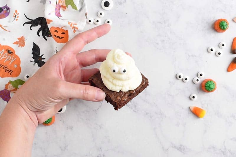 ghost halloween brownies, ready for halloween desserts