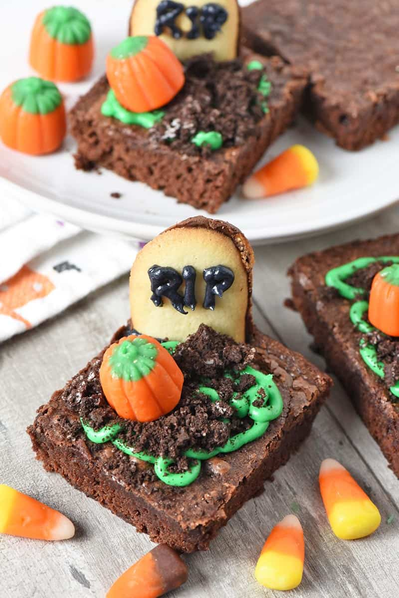 graveyard halloween brownies, easy halloween treats with mellowcreme pumpkins and Milano Cookies
