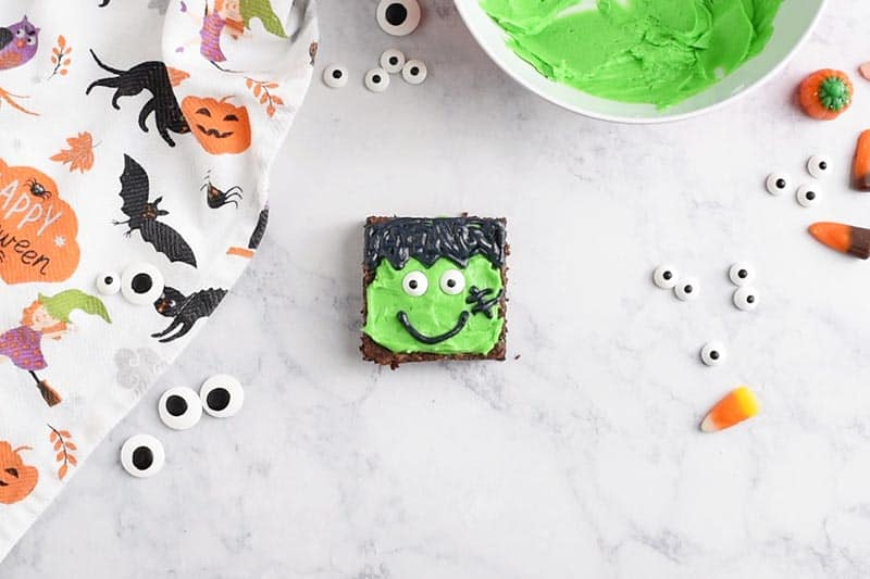 easy Halloween brownies decorated like Frankenstein, the cutest Halloween treats ever