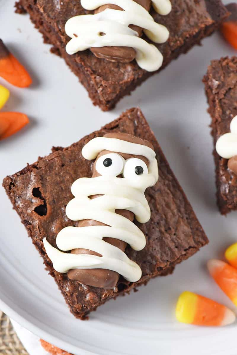 easy Halloween treats, Mummy Haloween Brownies made with Twix bars
