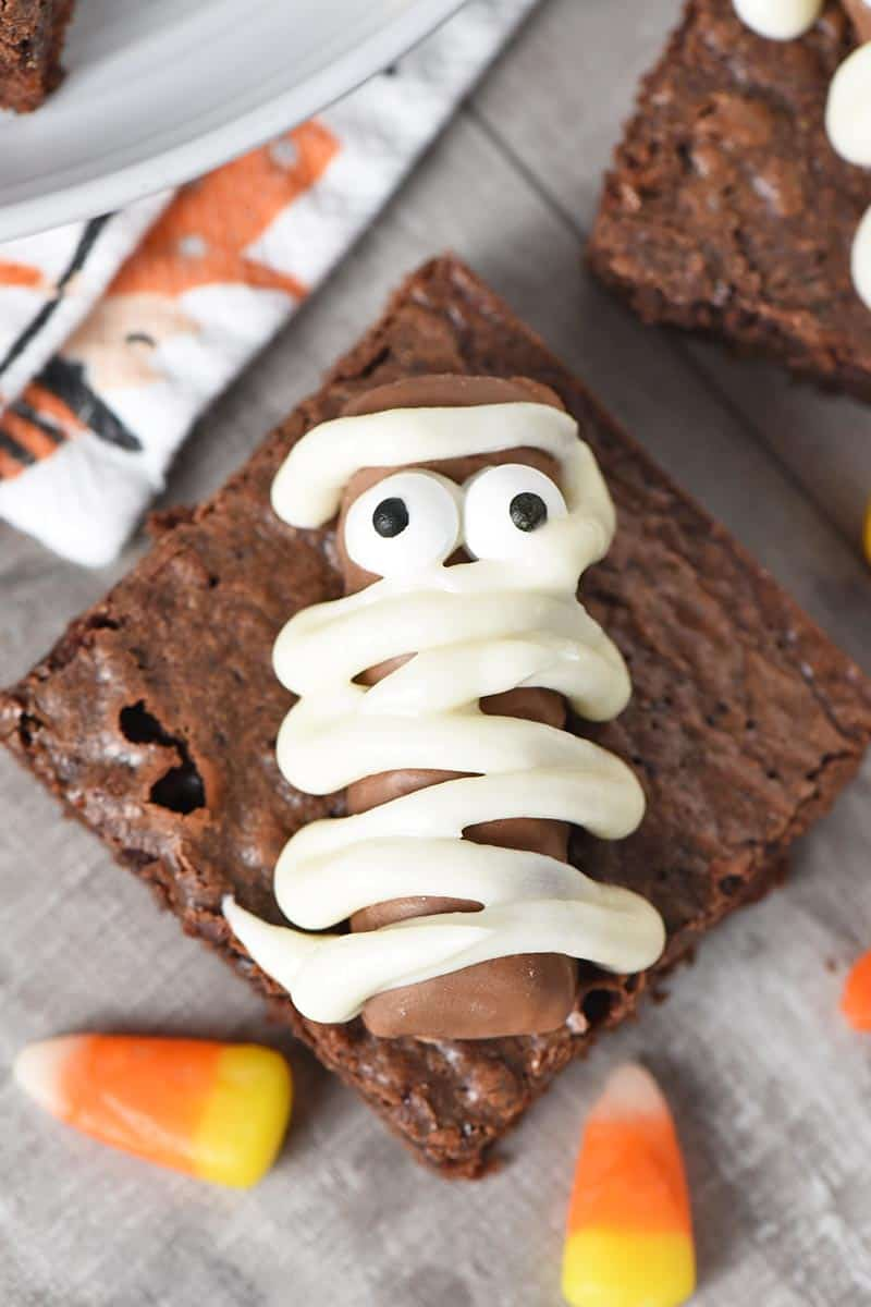 mummy Halloween brownies with candy corn