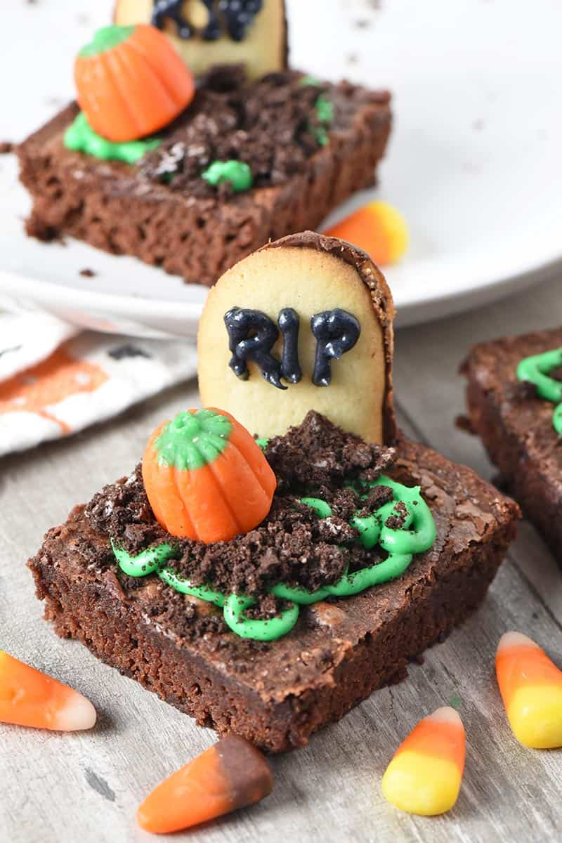 spooky graveyard Halloween brownies, fun Halloween treats that are easy to make