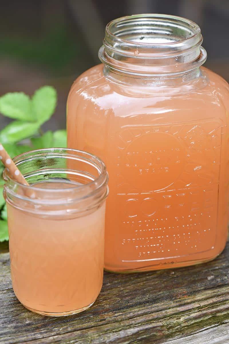 apple juice, base ingredient in apple jelly recipe