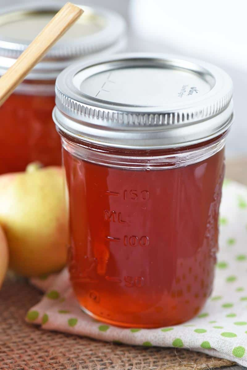 homemade apple jelly canned in half pint jelly jars