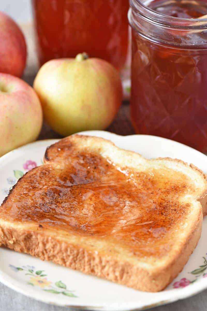apple jelly on toast, fruit jelly on toast
