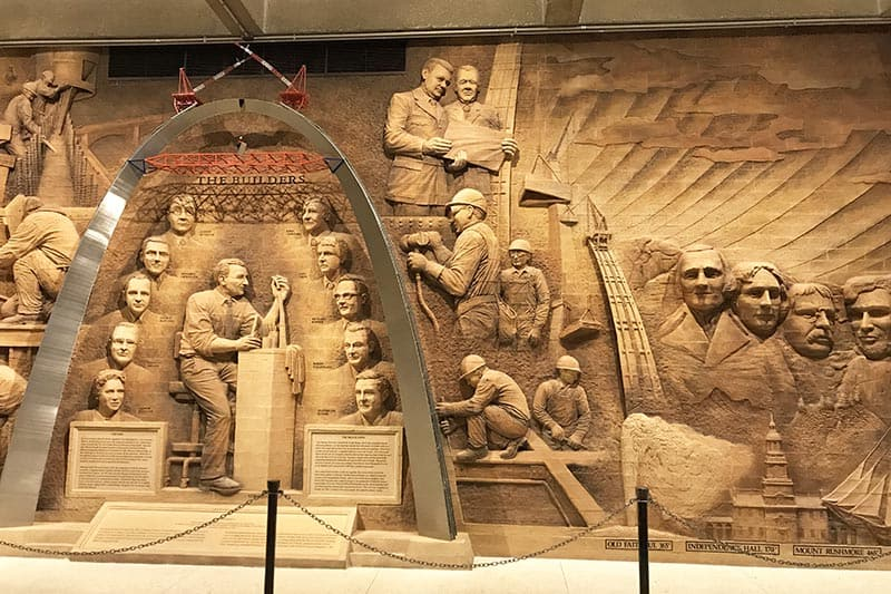 monument depicting the building of the St. Louis Arch in the Arch Museum