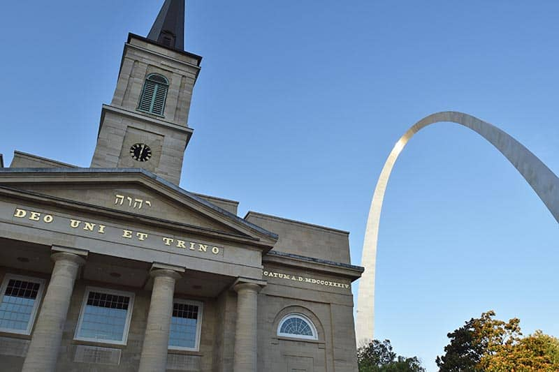 cathedral and Gateway Arch in Saint Louis, Missouri