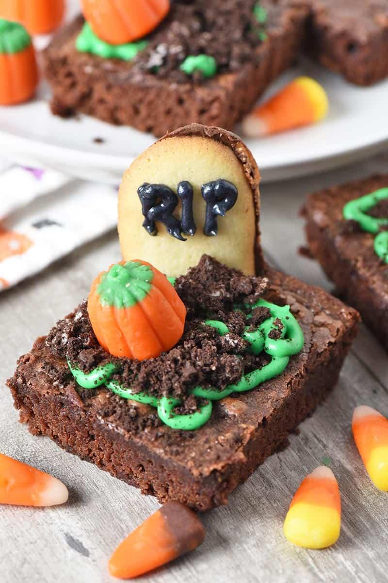 Spooky Graveyard Brownie Halloween Treats