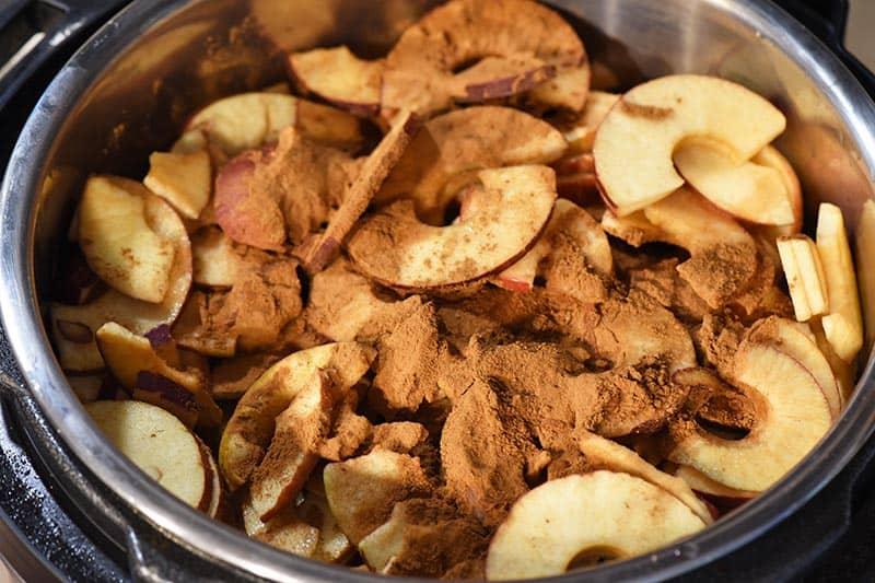 add cinnamon to cinnamon applesauce mixture in Instant Pot