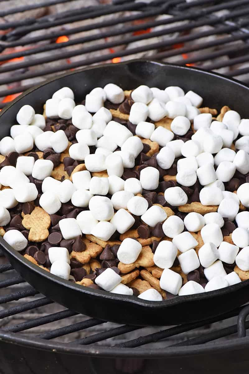 how to make s'mores without a fire, cooking s'mores dip in a cast iron skillet on a grill
