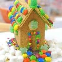 graham cracker leprechaun house for st. patrick's day